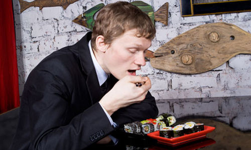 هل يمكن لتناول الطعام بسرعة أن يزيد من خطر الإصابة بالسكري؟