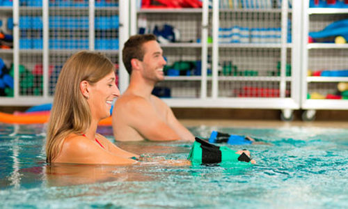 تأدية التمارين الرياضية داخل الماء تخفف الضغط على العضلات والمفاصل