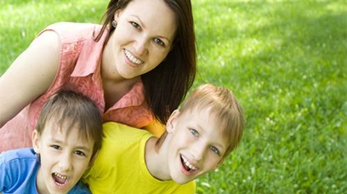 دور الآباء في حياة أبنائهم الإلكترونية