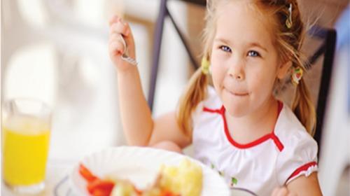 أطعمة تقوي ذاكرة طفلك تعرفي عليها...