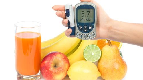 بماذا يُنصح أن يبدأ ويختم مرضى السكري طعامهم؟