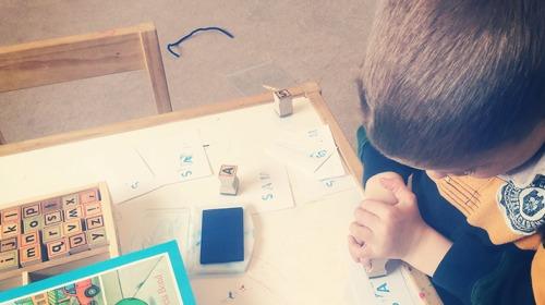 المدارس على الأبواب، فكيف تعدين طفلك لتعلم الكتابة؟