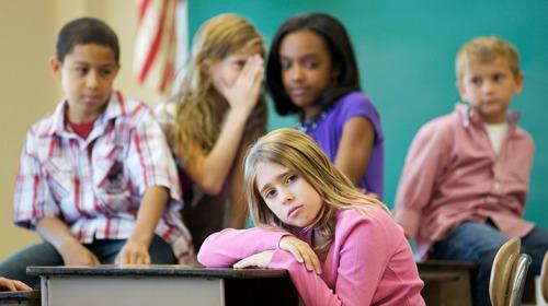 ما هي مخاطر تعرض الأطفال للضغوطات والتوتر؟