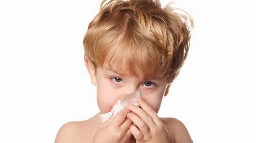 بماذا ترتبط نزلات البرد والإنفلونزا عند الأطفال؟