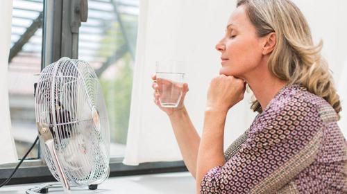 للتقليل من الهبات الساخنة بعد انقطاع الطمث