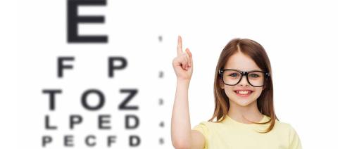 هل يحتاج طفلك إلى نظارة طبية؟