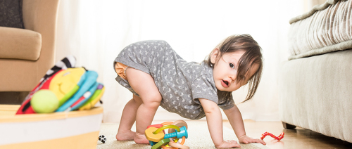 حافظي على سلامة طفلك في مرحلة الحبو