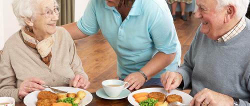 ماذا يحتاج كبار السن من العناصر الغذائية