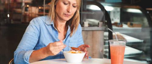 وحش اضطرابات الأكل يهاجم النساء الأكبر عمرًا