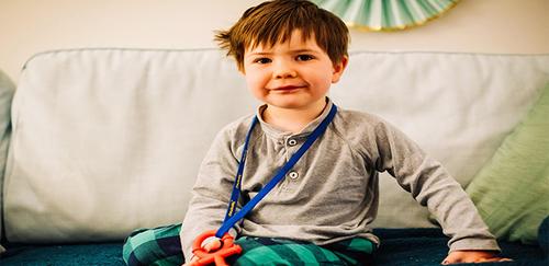 طفل يشخّص بالخرف في عمر 4 سنوات وينسى كلماته الأولى
