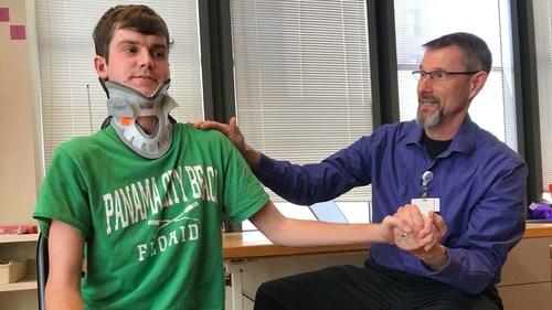 رجل محظوظ ينجو بعد حادثة أدت إلى انفصال رأسه