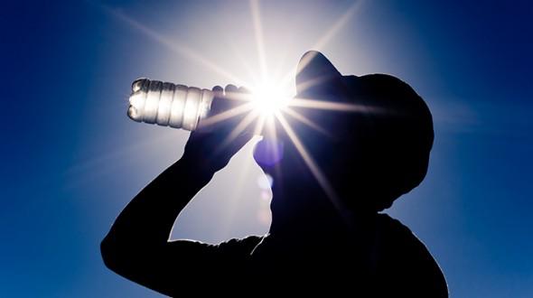 ضربة الشمس إحدى مشاكل الصيف الشائعة انفوجرافيك