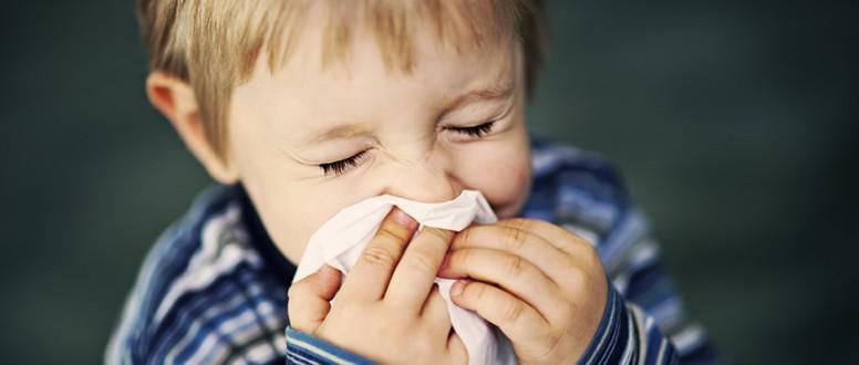 أخطـــــاء شـــائـعـــة حول نزلات البرد والإنفلونزا في الاطفال
