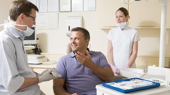 مشاكل اللثة والأسنان لدى مريض السكري