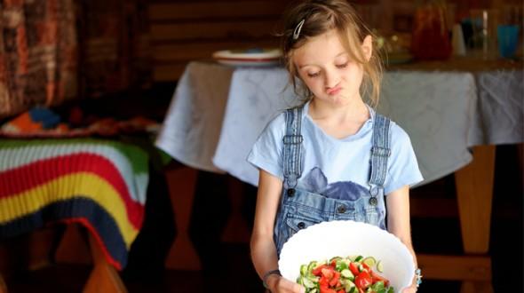 كيف تتعاملين مع طفلك الانتقائي في طعامه