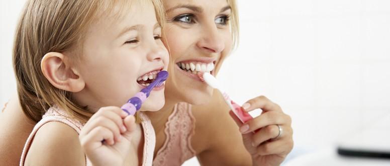 تسوس الاسنان عند طفلك: كوني دواءه .لا تتسببي بدائه