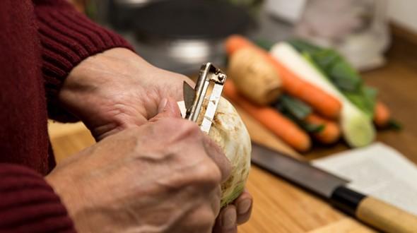 ما هي التغذية المناسبة لكبار السن؟