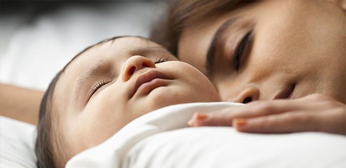 مراقبة وتتبع نوم الطفل