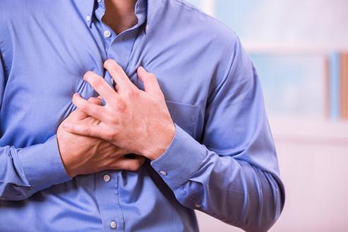 5 احتمالات وراء أسباب ألم الصدر