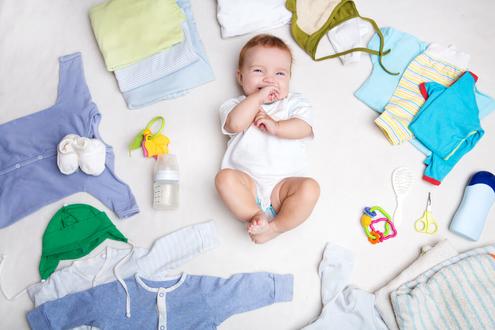ملابس، وحاجيات، ومستحضرات العناية بالطفل